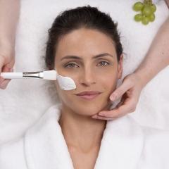 Geschenkgutschein für eine umfangreiche Anti-Aging Gesichtsbehandlung – 50 min