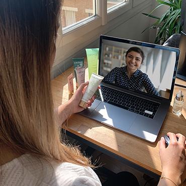 Eine virtuelle Beauty-Beratung reservieren